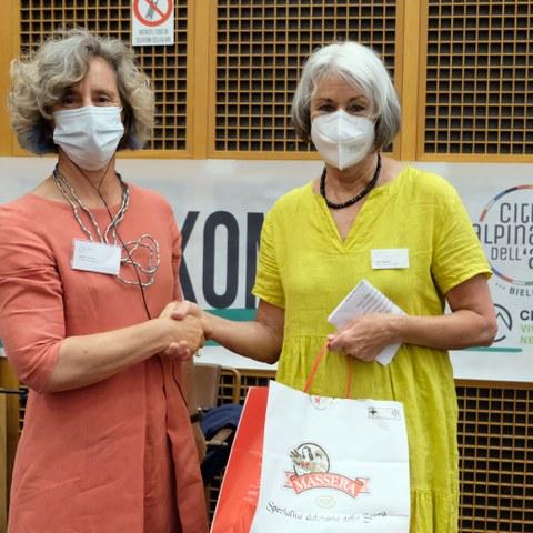 Serena Arduino, co president CIPRA International & Ingrid Fischer, co president Alpine Town of the Year Association (c) Stefano Ceretti (5). Vergrösserte Ansicht