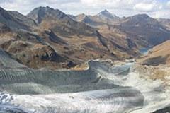 Das hydroelektrische Potenzial wird durch die Klimaveränderung reduziert, trotz  des vorübergehenden Zuschusses von Schmelzwasser aus den abschmelzenden Gletschern.