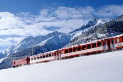 Eine Bahnfahrt bietet viele Vorteile gegenüber einer Flugreise: Sie ist umweltfreundlich, komfortabel und entspannend, landschaftlich reizvoll und familienfreundlich.