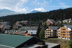 Zweitwohnungsbau gefährdet unverbaute Landschaft und historische Ortsbilder - das wichtigste Kapital der Tourismuswirtschaft.