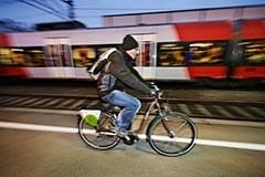 Radfahrer am Bahnhof Wolfurt