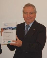 Klaus Töpfer bei der Übergabe des 1. Deutschen Alpenpreises