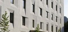 Ancien bureau de poste de Bolzano/I. Il s'agit ici de la première maison passive publique réhabilitée (KlimaHaus Gold) en Italie. Le bâtiment d'origine datait de 1954.