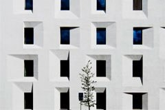 """Le bâtiment """" ExPost """" à Bolzano : un projet exemplaire en matière de construction énergétiquement efficiente."""
