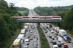 Le trafic de marchandises en Suisse enregistre bel et bien un recul, mais la politique menée des transports n'en est pas la cause.