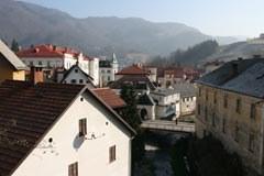 """Sur le chemin de la durabilité : Idrija/Sl, """" Ville des Alpes de l'Année 2011 """", souhaite devenir une ville modèle pour la lutte contre le changement climatique."""