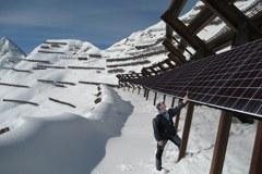 Dispositifs paravalanches en haute montagne : la plus grosse centrale solaire bientôt opérationnelle en Suisse (photomontage)