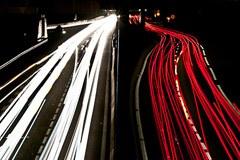 Le tracé de l'autoroute 51 soulève les controverses en France.