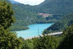 Le lac de Cavazzo/I menacé par l'extension d'une centrale hydroélectrique.