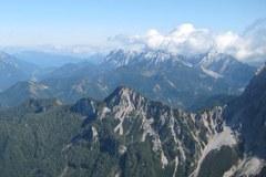 """Le """" sentier de la Convention alpine """" fait le tour du massif du Koschuta, à la frontière austro-slovène."""