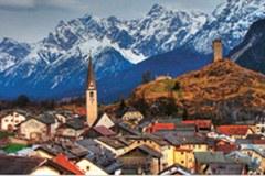 Une perle parmi tant d'autres:Ardez/CH s'implique au sein duRéseau de communes « Alliance dans les Alpes » pour la mise en place d'une politique alpinedurable.