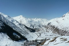 Andermatt : les associations écologistes exigent une modernisation mesurée des domaines skiables voisins.