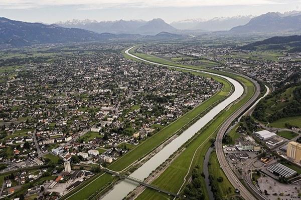De nombreux usagers, des conflits multiples : le projet Rhesi vise entre autres à protéger la vallée du Rhin des crues et à préserver les espaces naturels. © Frank Schultze, Zeitenspiegel