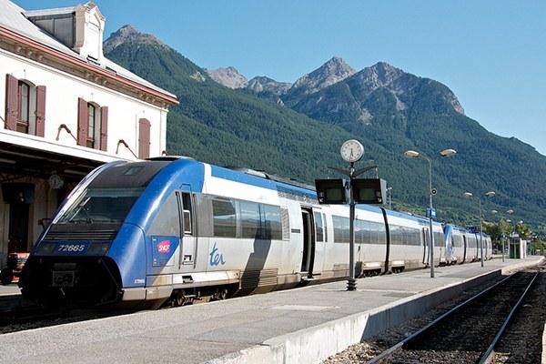 La politique doit faire participer la montagne à la lutte contre le changement climatique, par exemple en augmentant l'offre de transports en commun. © Nuno Murão / Flickr.com