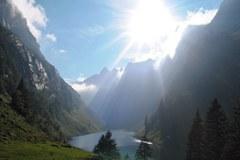 Il lago Fälensee nell'Alpstein nelle Alpi del Canton Appenzeller (Svizzera)
