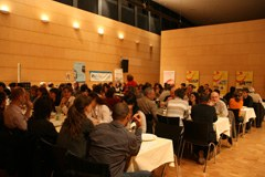 Anche per quanto riguarda la ristorazio-ne si sono cercate soluzioni rispettose del clima a Mäder, offrendo esclusiva-mente prodotti regionali.
