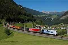"""""""Autostrada viaggiante alpina"""": l'autostrada ferroviaria farà risparmiare fino a 20.000 tonnellate di CO2."""