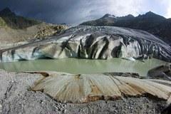 Ghiacciai che si sciolgono: nuovi laghi glaciali come effetto del riscaldamento globale.