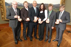 King Albert Mountain Award 2010: medaglia d'oro per Andreas Schild, Bruno Durrer, Christian Körner, Gerlinde Kaltenbrunner, Albert Precht ed Emil Zopfi (da sinistra).