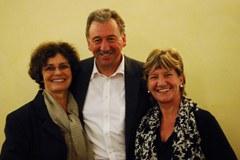 """(Da sinistra a destra) Colette Patron, Hubert Buhl (presidente) e Patrizia Trincanato presiedono dalla fine di settembre l'associazione """"Città alpina dell'anno""""."""