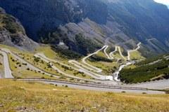 L'amministrazione del Parco nazionale passa alle Province di Trento e Bolzano e alla Regione Lombardia: saranno ancora garantiti adeguati standard ambientali?