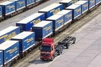 Containerverlad auf Bahn
