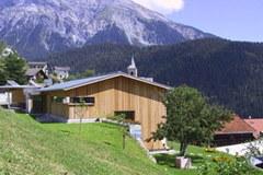 """Kako danes živijo ljudje v Alpah? To je eno vprašanje od mnogih, na katero poskuša poiskati odgovor razstava """"Alpe kot bivalni prostor""""."""