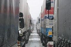 Taksa LSVA in omejitve teže sta začasno preprečila prosto pot cestnega tovornega prometa.