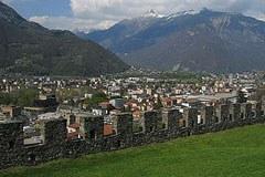Bellinzona, mesto gradov in trdnjav, je novi sedež sekretariata Delovne skupnosti alpskih mest.