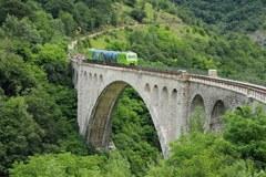 Prebivalci, ki živijo na Južnem Tirolskem/I ali v Trentinu/I, lahko vsa sredstva javnega prevoza v sosednji regiji uporabljajo brezplačno - če so tja pripotovali z vlakom.