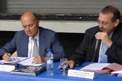 Stalnemu odboru Alpskega komiteja predsedujeta Joël Giraud (desno) in Michel Bouvard, prefekt francoske regije Provansa-Alpe-Azurna obala.