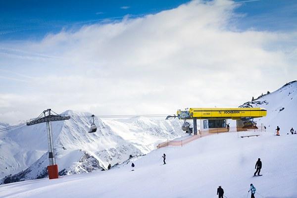 Še več, še višje, še dlje - širjenje smučišč je doseglo razsežnosti brez primere. Smučišče Schöneben na Južnem Tirolskem v Italiji naj bi še razširili (na fotografiji) © Marius Brede/flickr