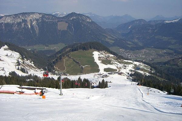 V Alpah je snega vse manj, hkrati pa je vse več naložb v tradiconalni zimski turizem.© bookhouse boy/flickr
